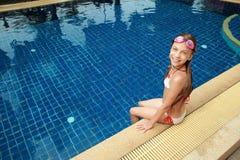 Девушка в плавательном бассеине Стоковое фото RF