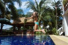 Девушка в плавательном бассеине Стоковое Фото