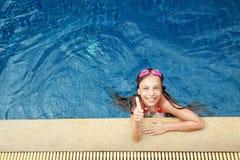 Девушка в плавательном бассеине Стоковые Фотографии RF