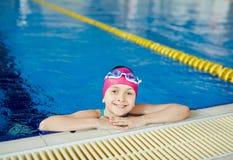 Девушка в плавательном бассеине стоковые изображения