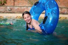 Девушка в плавательном бассеине Стоковая Фотография