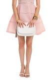 Девушка в платье держит сумку Стоковая Фотография