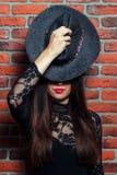 Девушка в платьях черного тела Стоковые Фотографии RF