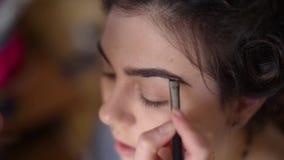 Девушка в салоне красотки видеоматериал