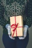 Девушка в свитере ` s Нового Года Стоковое Фото