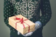 Девушка в свитере ` s Нового Года Стоковое фото RF