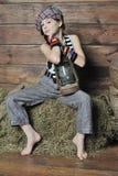Девушка в сене Стоковое Изображение RF