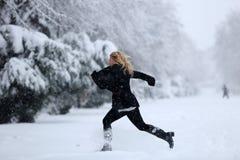 Девушка в снежке стоковое изображение