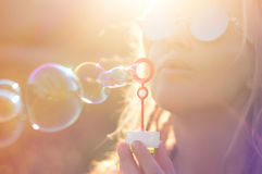 Девушка в солнце лета Стоковые Фото