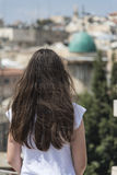 Девушка в старом городе Стоковые Фотографии RF