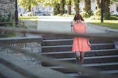 Девушка в старом городке Стоковые Изображения