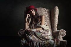 Девушка в старом кресле стоковые фотографии rf