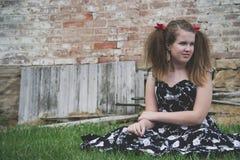 Девушка в траве Стоковое Фото