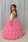 Девушка в умном розовом платье Стоковая Фотография