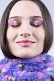 Девушка в шарфе с цветастым составом Стоковые Фотографии RF