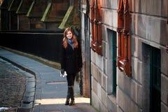 Девушка в Эдинбурге, Шотландии стоковые фотографии rf
