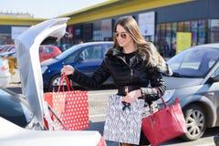 Девушка в shoping mol Стоковые Фото
