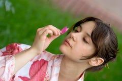 Девушка в yukata цветка Стоковые Изображения