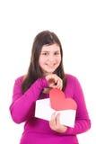 девушка габарита вне принимая предназначенное для подростков Валентайн Стоковые Фото
