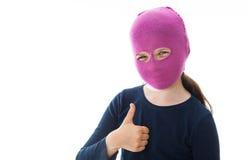 Девушка гангстера давая большие пальцы руки поднимает знак Стоковые Изображения