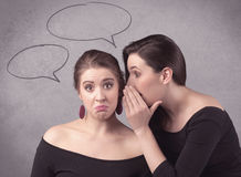 Девушка говоря секретные вещи к ее подруге Стоковые Изображения RF