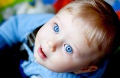 девушка голубых глазов младенца Стоковое Фото