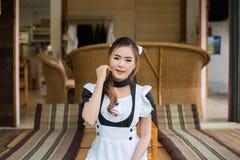 Девушка горничной японского стиля cosplay милая Стоковые Изображения