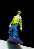 Девушка готовая для того чтобы сползти с сноубордом на ноче Стоковые Изображения RF
