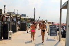Девушка голландского бикини на море, Zaandvoord и zea, Netherland Стоковая Фотография