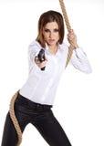 Девушка держа черную пушку Стоковая Фотография