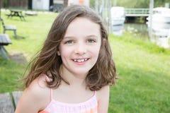 девушка дня меньшее лето лужка Стоковая Фотография