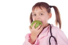 девушка доктора ребенка яблока Стоковые Фотографии RF