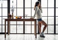 Девушка дома Стоковая Фотография RF