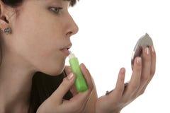 девушка ее краски губ Стоковое Изображение RF