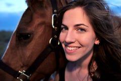 девушка ее лошадь Стоковые Фотографии RF
