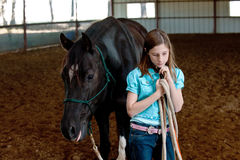 девушка ее лошадь Стоковые Изображения RF