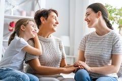 Девушка, ее мать и бабушка стоковая фотография