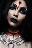 Девушка демона с пулей в голове и ее отрезке горла Изображение на хеллоуин Стоковые Изображения RF