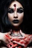 Девушка демона с пулей в голове и ее отрезке горла Изображение на хеллоуин Стоковое фото RF