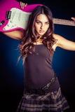 Девушка держа гитару стоковые фотографии rf