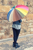 Девушка держа зонтик colorfull Стоковые Изображения RF