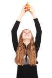 Девушка держа свежую грушу Стоковые Фото