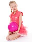 Девушка держа шарик стоковая фотография rf