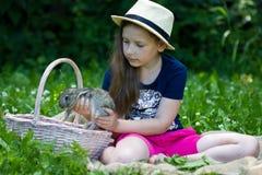 Девушка держит маленького кролика Стоковые Фотографии RF