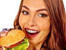 Девушка есть большой сандвич изолировано Стоковые Фото