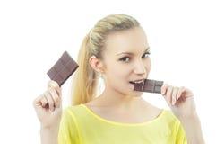 Девушка есть шоколад Стоковое Изображение RF