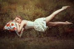 Девушка летания. стоковые фото