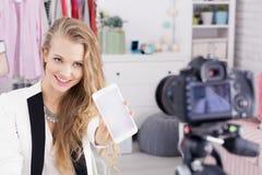 Девушка делает видео- дневник стоковое фото