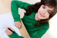 Девушка делая домашнюю работу Стоковые Изображения RF
