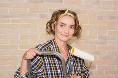 Девушка делая ремонты Стоковая Фотография